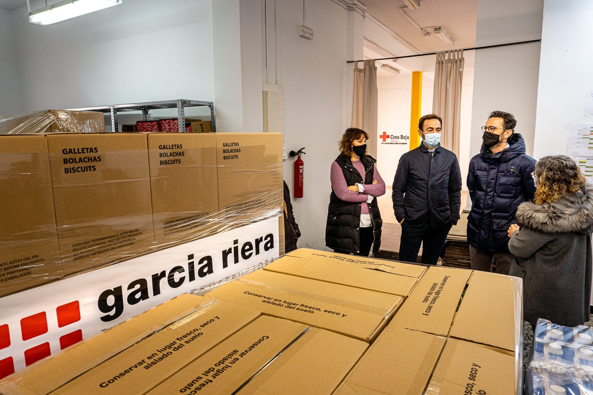 garcia riera dona 3 tones d'aliments al banc aliments vila-seca